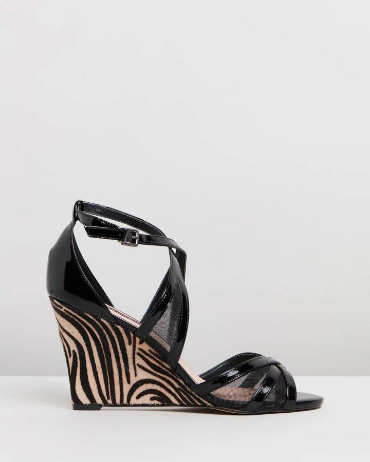Jennifer - Black Tiger Stripe